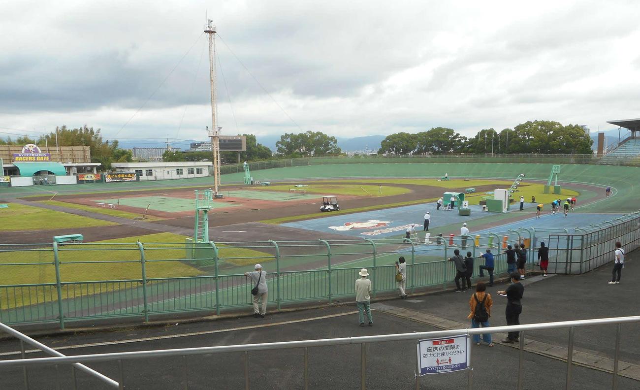 ミッドナイト競輪を来年度にも開催する方針となった向日町競輪場(撮影・岡田晋=20年6月28日)