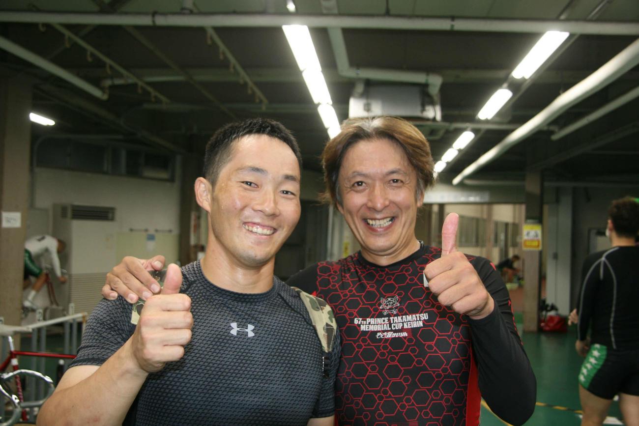 山田圭二(右)が林敬宏マークから差し切り笑顔(撮影・秋山正則)