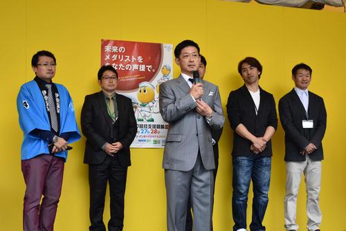16日に引退した金川光浩さんが地元ファンの前であいさつを行った(撮影・松井律)
