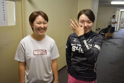 山口伊吹は藤田まりあ(左)に抽せんで勝ち、複雑な表情