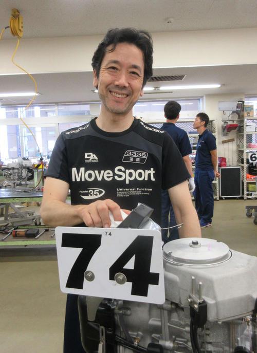 遠藤晃司は愛機を語るときには見せない笑顔で、愛娘を語る(撮影・芹沢誠)