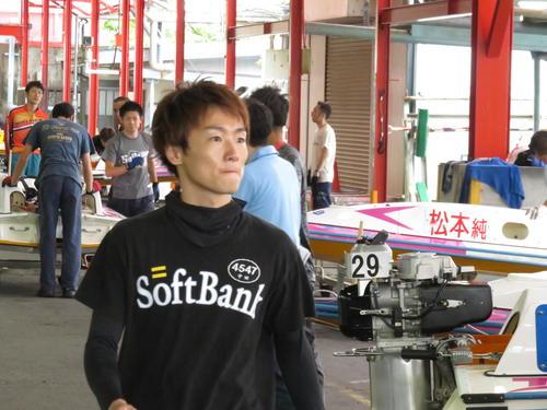 辛うじて予選トップ通過を決めた中田竜太