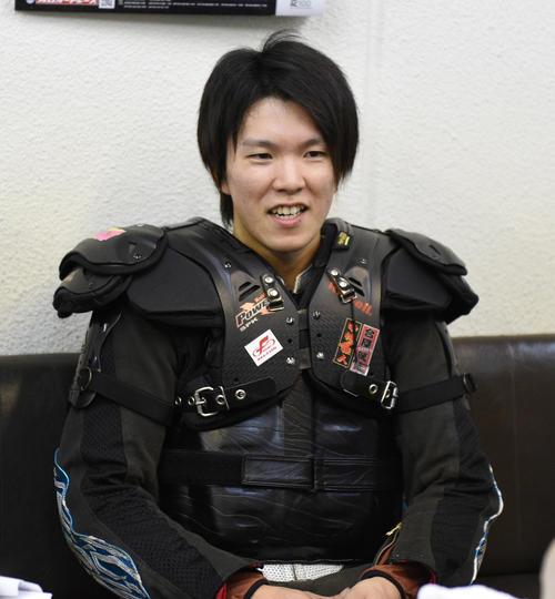準決11Rで1着の鈴木圭一郎は笑顔を見せる(撮影・柴田隆二)