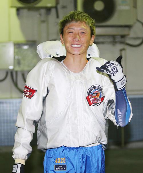 G1全日本覇者決定戦5日目 準優勝戦11R1着で笑顔の峰竜太(撮影・菊川光一)