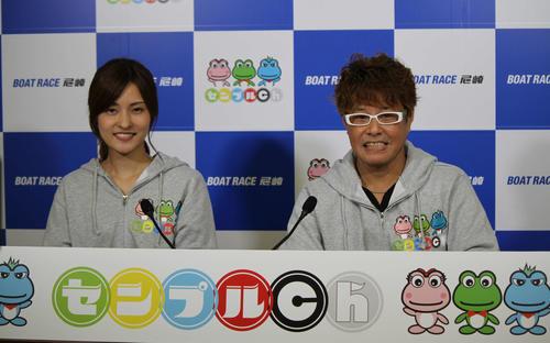 今節からセンプルchが開設。MCの佐々木裕子さん(写真左)、解説の小島幸弘さん(右)が尼崎ボートを盛り上げる(撮影・北條直治)