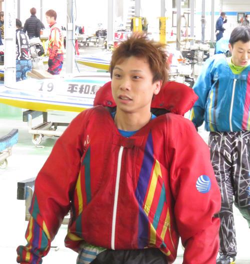 椎名豊は前半7R、まくり差し不発で2着も12Rはまくり差して勝利した