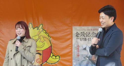 トークショーを行った児玉碧衣(左)と師匠の藤田剣次