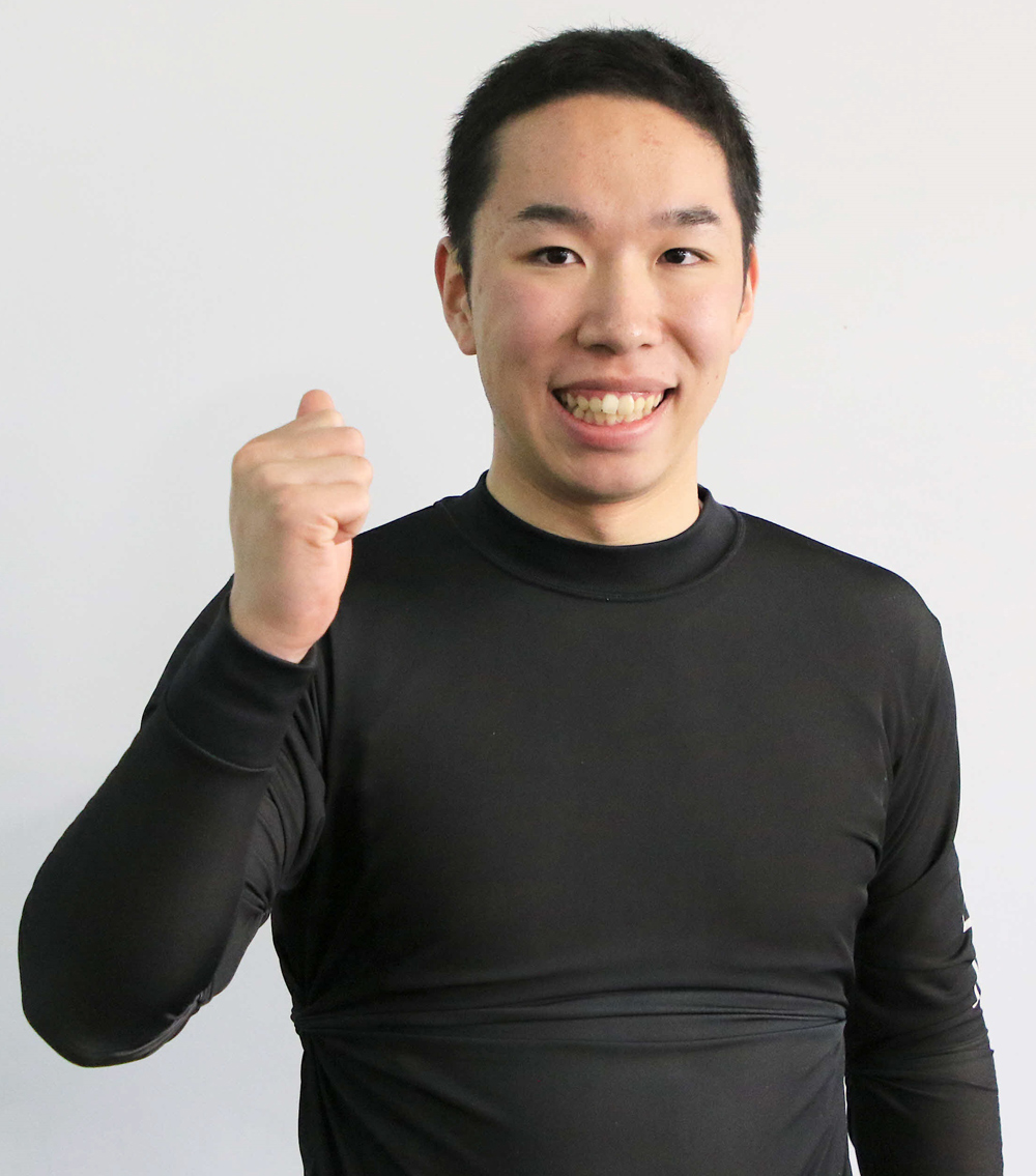 デビュー戦で完全優勝を決めた早期卒業ルーキー菊池岳仁は笑顔でガッツポーズ