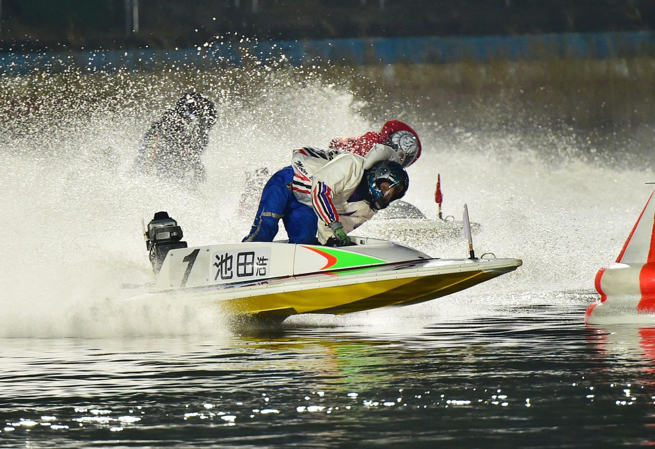 ドリーム戦1周目2Mを先頭で回る池田浩二(撮影・外山鉄司)