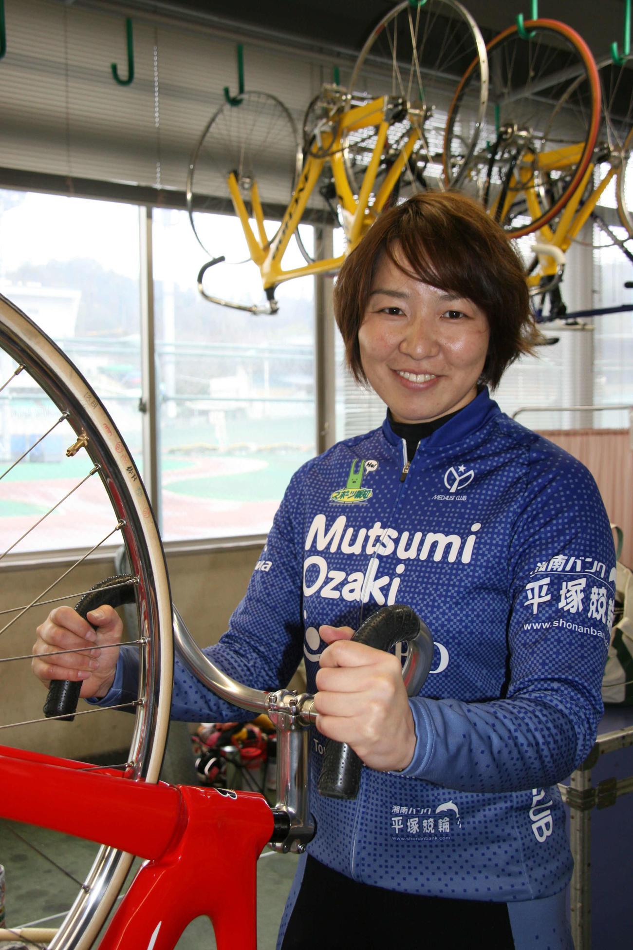 予2・6Rは尾崎睦が再度先行策で押し切りを目指す