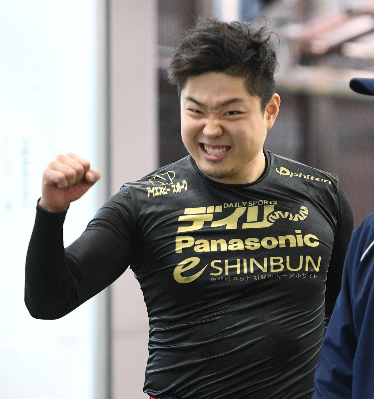 9R3着で初の準優進出を決めガッツポーズの高橋晋也(撮影・渦原淳)
