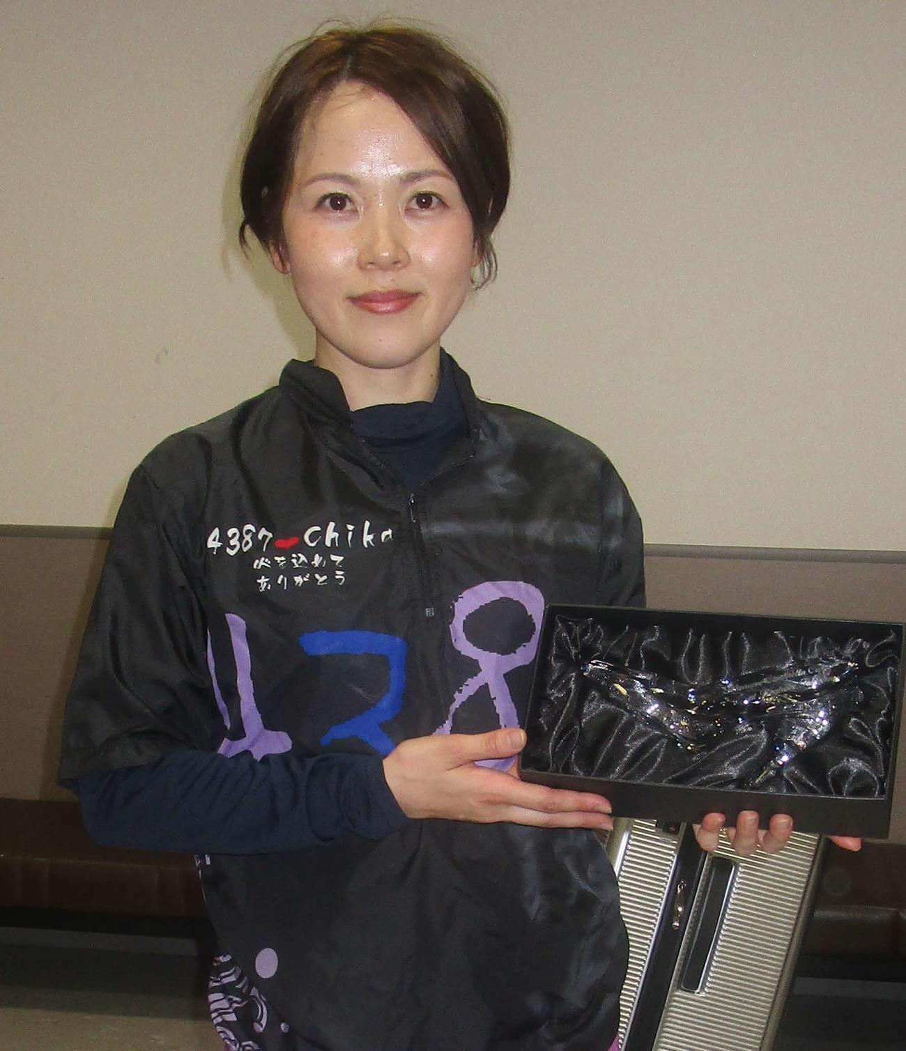 逃げ切って今年2回目の優勝を飾った平山智加(撮影・奈島宏樹)