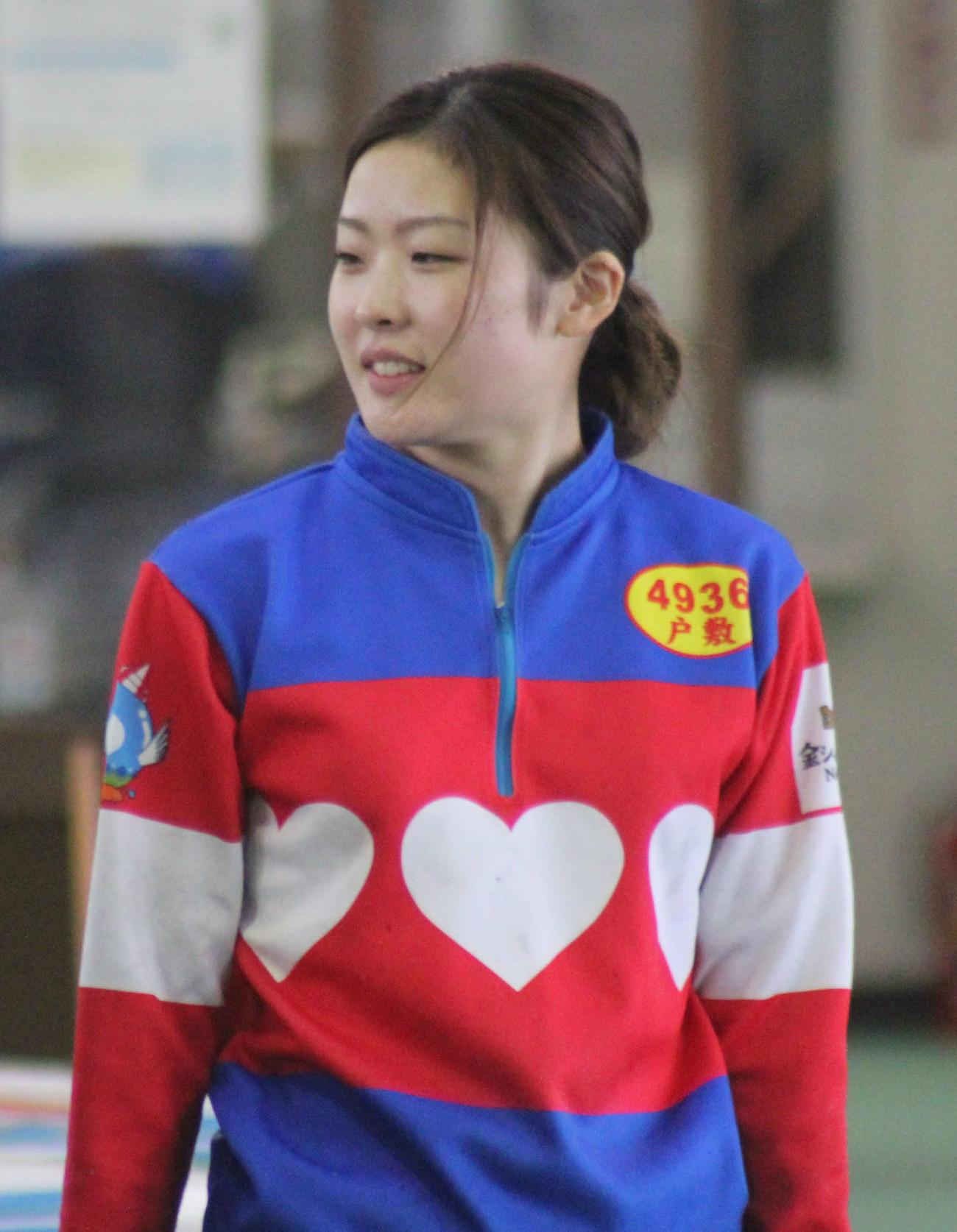 名古屋競馬所属の木之前葵騎手と同じデザインの服でピットを駆け回る戸敷晃美
