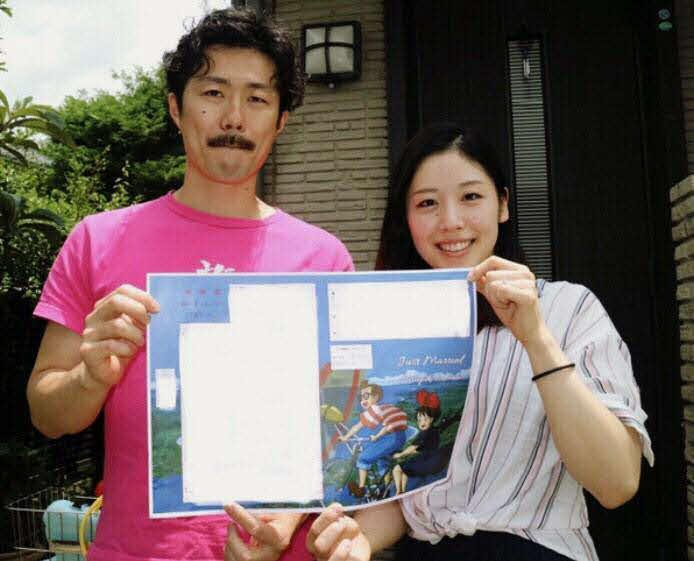 結婚した蓑田真璃(右)と田頭寛之