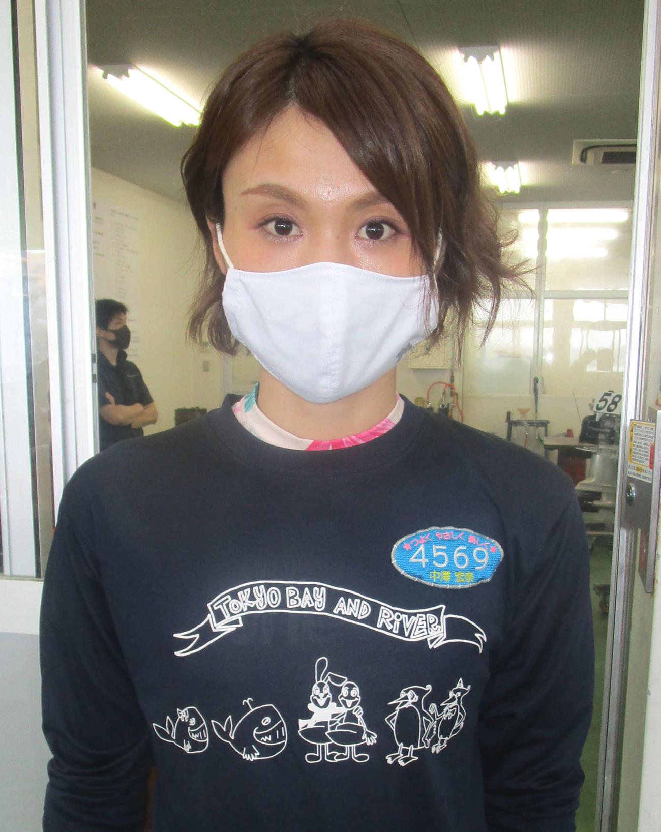 抜群のパワーを味方に中沢宏奈が初日10Rの女子戦で2着に食い込んだ(撮影・奈島宏樹)