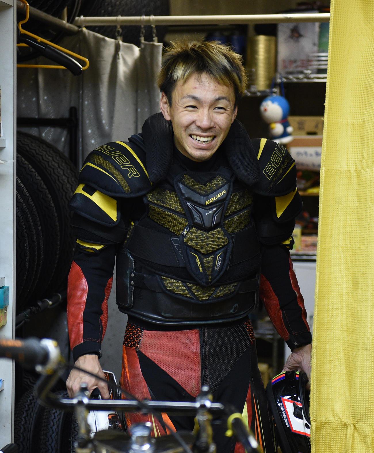 SG日本選手権初日、1次予選1Rで1着岩田裕臣を笑顔を見せる(撮影・柴田隆二)