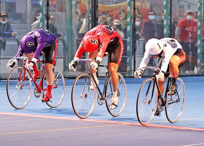 ヤンググランプリ2020の決勝ゴール(右から1着・松井宏佑、2着・宮本隼輔、3着・森田優弥)