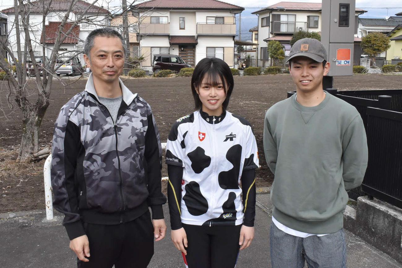 渡辺栞奈は師匠の父晴智(左)と長男の雅也(右)の後を追って競輪界に飛び込んだ