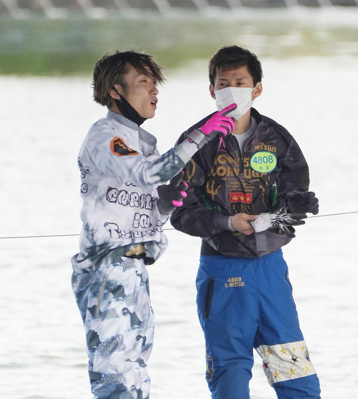 開設69周年記念G1ツッキー王座決定戦「前検日」 豊田健士郎(左)と松尾拓(右)(撮影・森本幸一)