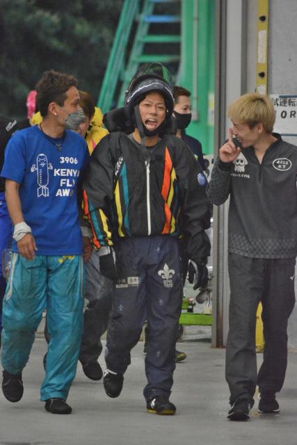 松尾基成(中央)は2日目9Rをまくり差しで勝ち、勝負駆けに成功した