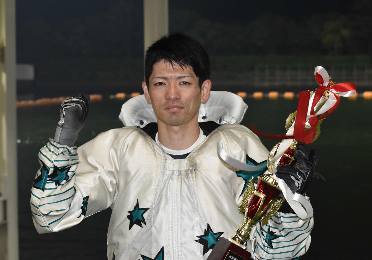 今年4度目の優勝を飾った島村隆幸