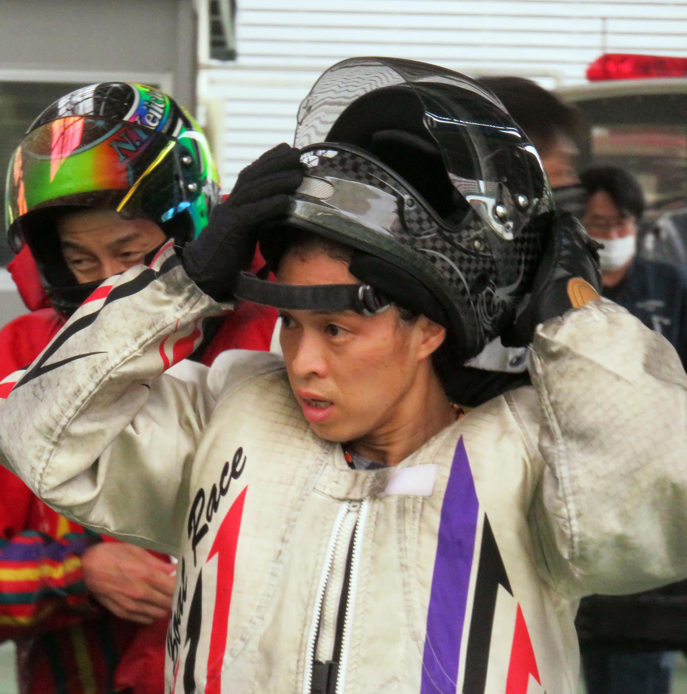 平和島初日12Rを逃げ切った中島孝平(撮影・中川純)
