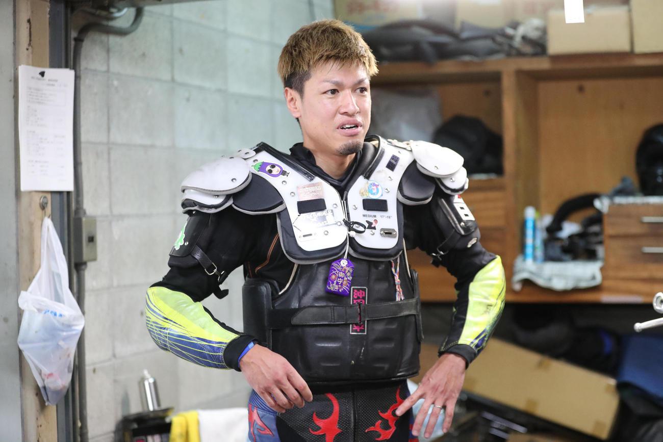 4R 1着の緒方浩一(撮影・梅根麻紀)