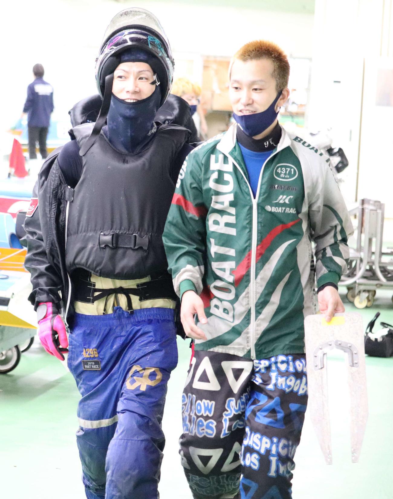 岡崎恭裕(左)が鳴門周年連覇への足場を固める(右は西山貴浩)