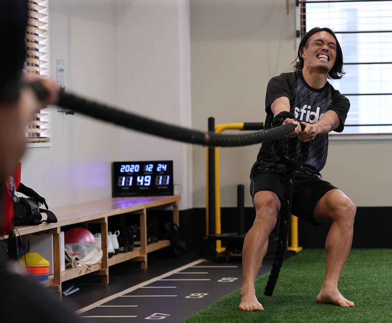 Jリーガーから格闘家へ転身後の初練習で汗を流す安彦