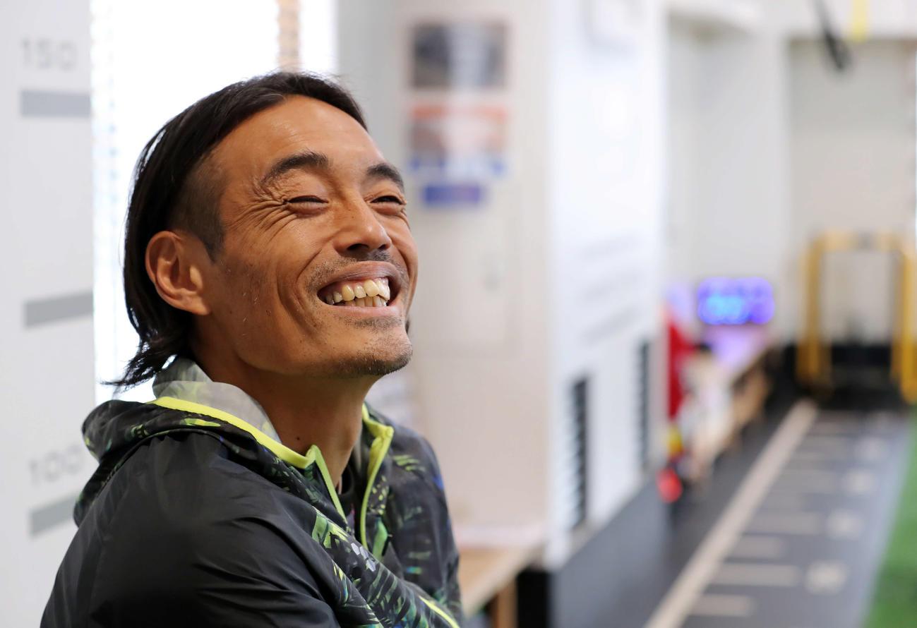格闘家転身後の初練習で笑顔をみせる安彦