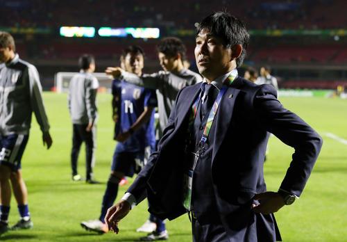 日本対チリ チリに敗れ、疲れたような表情で引き揚げる森保監督(撮影・河野匠)