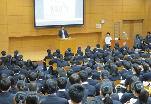 https://www.nikkansports.com/soccer/column/sakabaka/news/img/201811020000038-w500_1.jpg