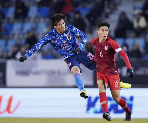 東アジアE-1選手権 日本対香港 前半、ミドルシュートを放つ小川(撮影・加藤諒)