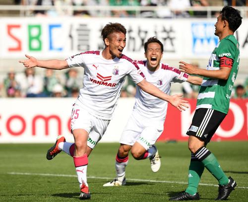 C大阪MF奧埜博亮(左)