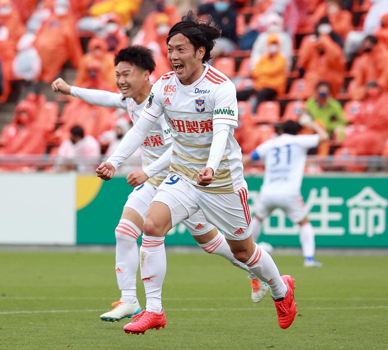 21年5月5日、大宮対新潟 後半、勝ち越しゴールを決め、雄たけびを上げて喜ぶ新潟星
