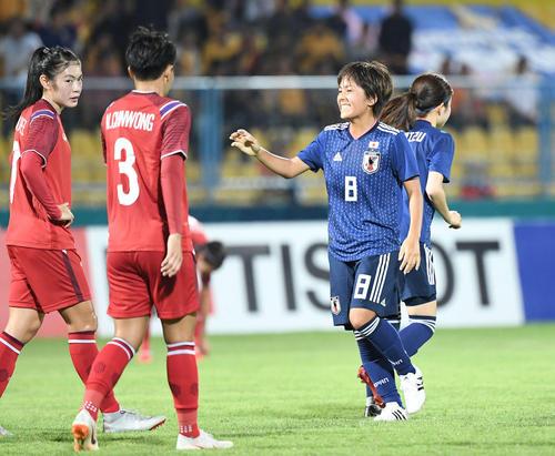 日本対タイ 前半、ゴールを決めた岩渕は笑顔(撮影・鈴木みどり)