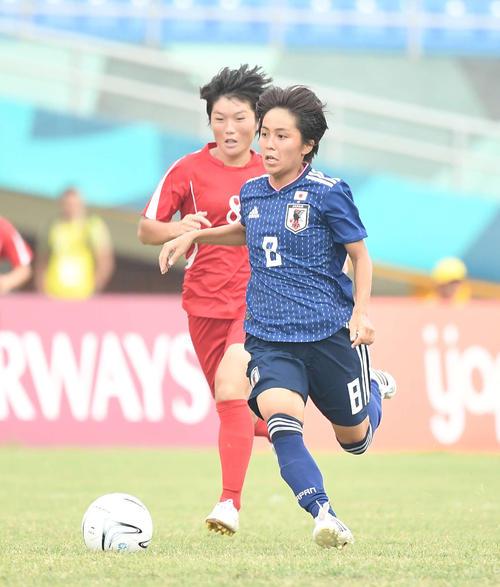 準々決勝 日本対北朝鮮 後半、ドリブルするFW岩渕(撮影・鈴木みどり)