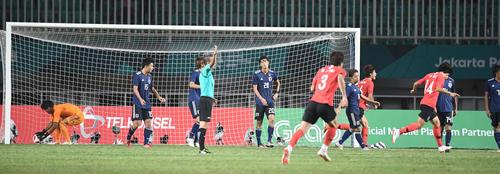 決勝 韓国対日本 延長前半、韓国に2点目のゴールを許す日本(撮影・鈴木みどり)