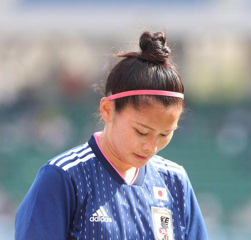 日本女子代表対ガーナ女子代表 後半から出場したFW川澄奈穂美。おしゃれかわいいおだんごヘア(撮影・梅根麻紀)