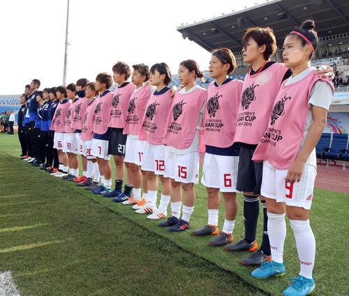日本対オーストラリア 君が代斉唱する川澄(右)ら(撮影・浅見桂子)
