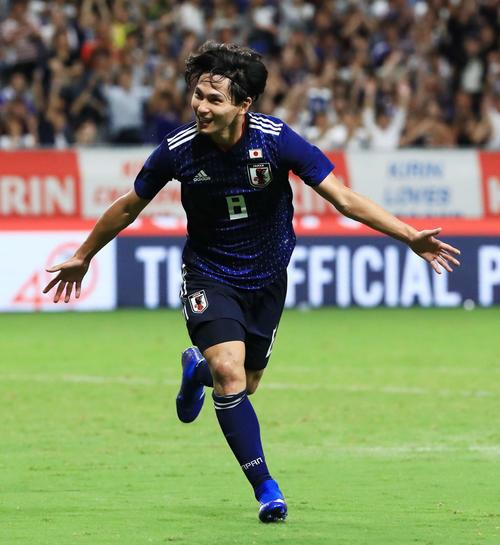 日本対コスタリカ 後半、ゴールを決め両手を広げて喜ぶ南野(撮影・江口和貴)