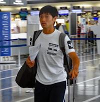 日本代表の活動を終え、中部国際空港から出国したMF中島翔哉