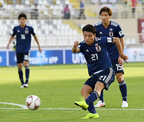 日本対トルクメニスタン 後半、3点目を奪った堂安(撮影・横山健太)