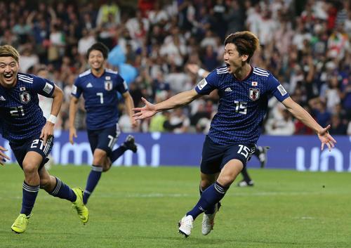 日本対イラン 後半、先制ゴールを決め両手を広げ喜ぶ大迫(撮影・河野匠)