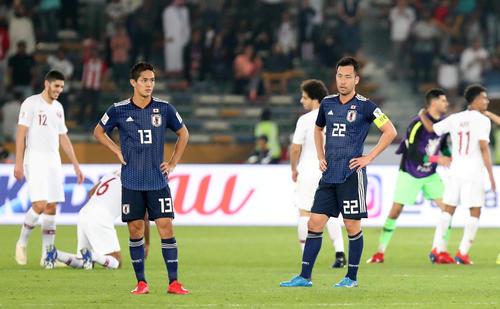 準優勝に肩を落とす武藤(左)と吉田(ロイター)