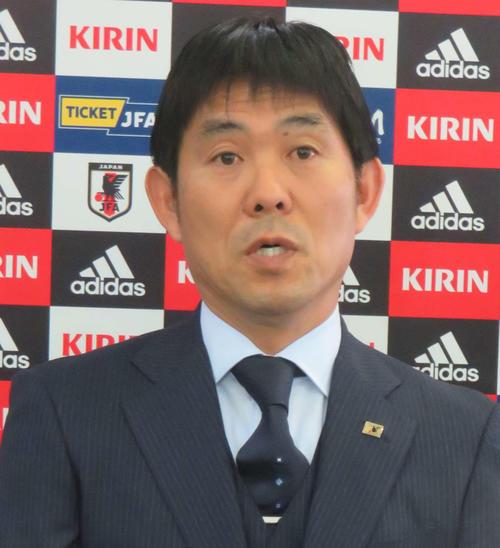トゥーロン国際大会の日本代表メンバーを発表し、取材に応じる森保監督(撮影・松尾幸之介)