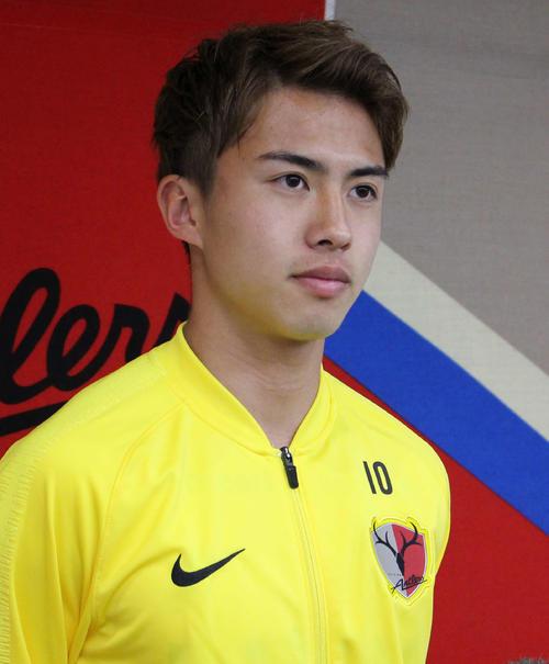 日本代表に初選出され、取材に応じる鹿島FW安部(撮影・杉山理紗)