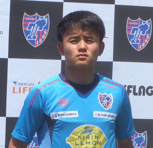 南米選手権に参加する日本代表に選出され、取材に対応する東京MF久保(撮影・岡崎悠利)