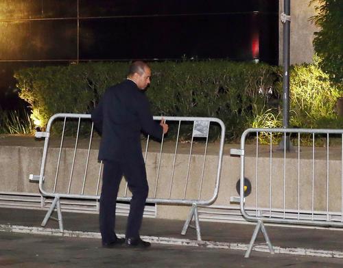 日本代表の宿舎となるサンパウロ市内のホテルではバス到着前に鉄柵が準備された(撮影・河野匠)