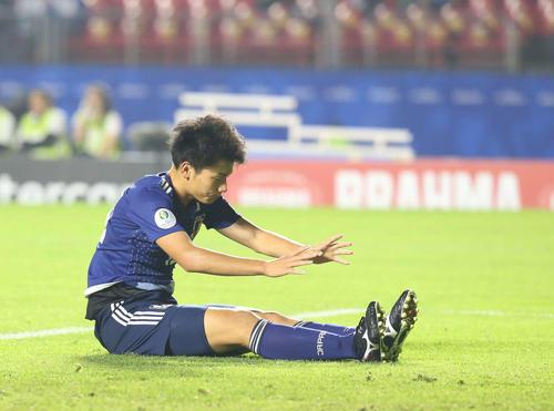 日本対チリ 後半、ゴールを逃し悔しがる上田(撮影・河野匠)